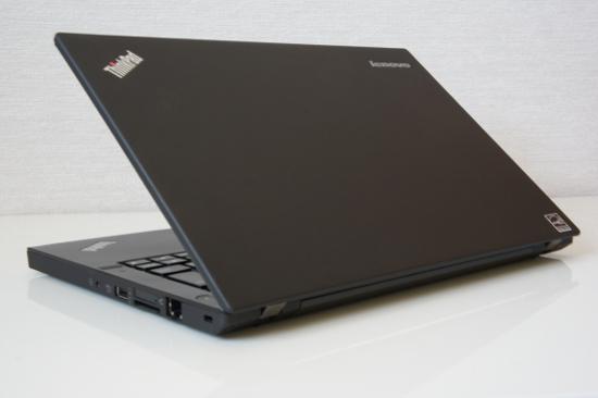 『ThinkPad X240』の背面側