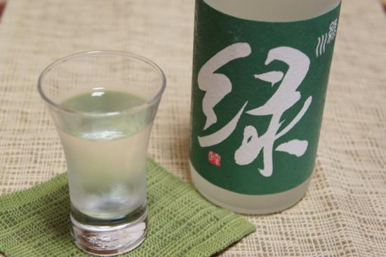 『雪洞貯蔵酒 緑』と盃
