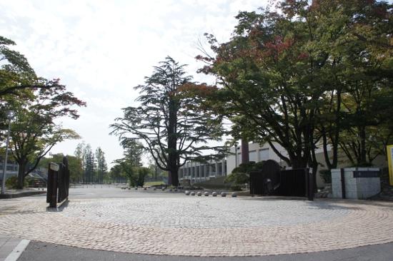 開成山公園(さくら通り側入り口)