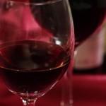 ワインを飲むときに役立つバキュームボトルストッパーとデキャンティングポアラーを紹介します
