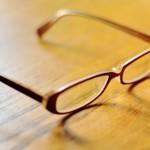 ブルーライトをカットするPCメガネやアプリを紹介